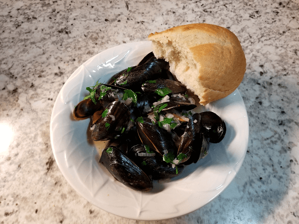 mussels, extra-virgin olive oil, butter, garlic, shallots, crushed red pepper flakes, white wine, parsley, baguette